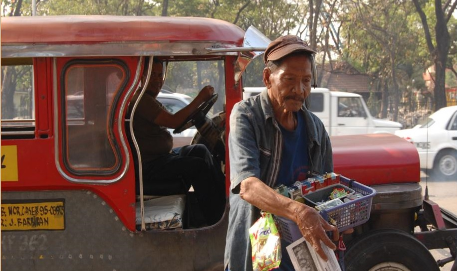 Alejandro, 71, has to keep working to afford food - a pension would make a huge difference (c) HelpAge International