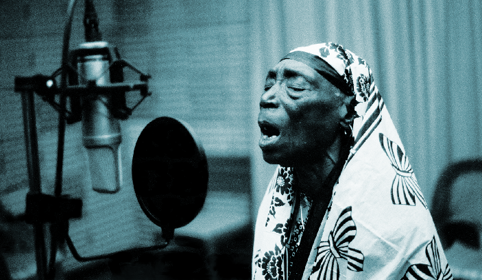 Legendary singer Bi Kidude. (c) Andy Jones.