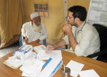 HelpAge supports a clinic for people affected by the Pakistan floods