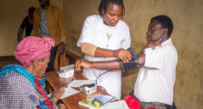Diabetes tests taking place on World Health Day in Rwanda (c) Mugisha Fernand/HelpAge International