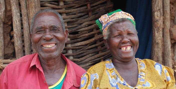Older man and woman in Mozambique (c) Judith Escribano/Age International