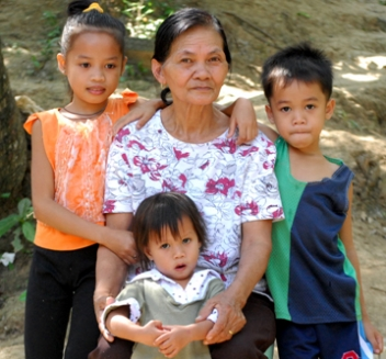 Viviana Toledo, 67, and her grandchildren lost their home and all their possessions during Ketsana. DRR training means they now feel more prepared for future emergencies. HelpAge International