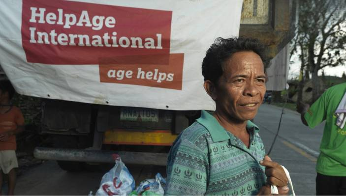 Older man collects relief items in the Phillippines after Typhoon Haiyan (c) Peter Caton/HelpAge International