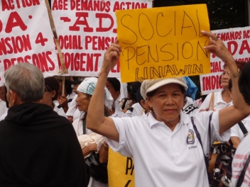On the march in the Philippines to demand pensions for the poorest