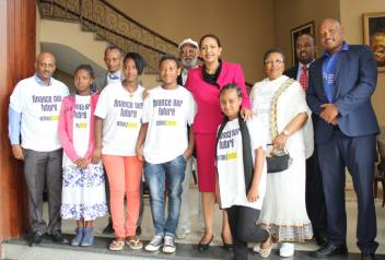Young and older campaigners meet with Ethiopian minister. (c) HelpAge International