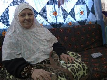 Hakma, 73, from Gaza suffers from diabetes and had part of one of her legs amputated as a result. Older people like her are particularly vulnerable in emergency situations. (c) Sarah Marzouk/HelpAge International