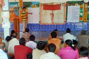 A project initiation meeting with community leaders in Banteay Meanchey.