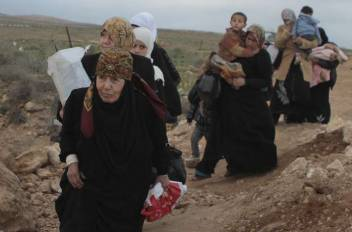 Syrian refugees crossing the border with Jordan. (c) UNHCR