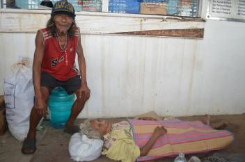 Matildo and Clara in the evacuation centre. (c) HelpAge International
