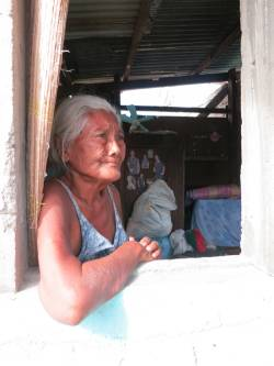 Solidad, 71, says that more help in needed to support older people affected by Typhoon Haiyan. (c) HelpAge International