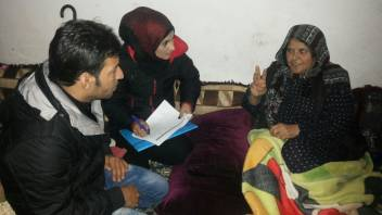 Interviewing an older person. (c) Samar Mohsen/HelpAge International