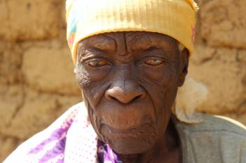 Asha has been displaced for almost 50 years. (c) Agnes Mwangoka/HelpAge International