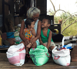 We supported tens of thousands of older people after Typhoon Haiyan. (c) Peter Caton/HelpAge International