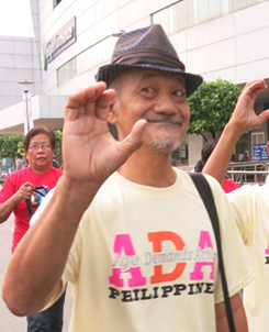Crispulo, 70, Philippines. (c) HelpAge International