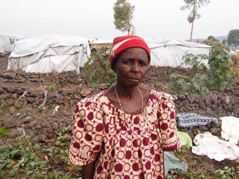 An older displaced women in DRC