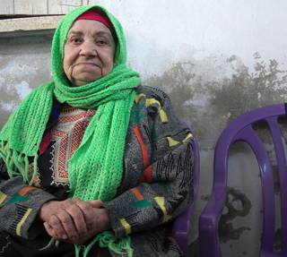 Hadija, 82, lives in Shatee camp in Gaza City. (c) Sarah Marzouk/HelpAge International