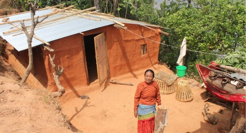 Kanchi stands in front of her temporary shelter (c) Judith Escribano/Age International