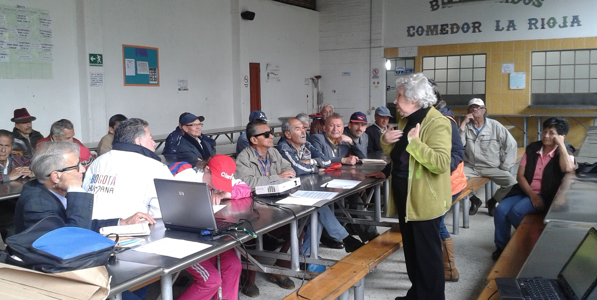 María conducts a workshop on the rights of older people in Bogotá, Colomba (c) Angela Sanabria/HelpAge International