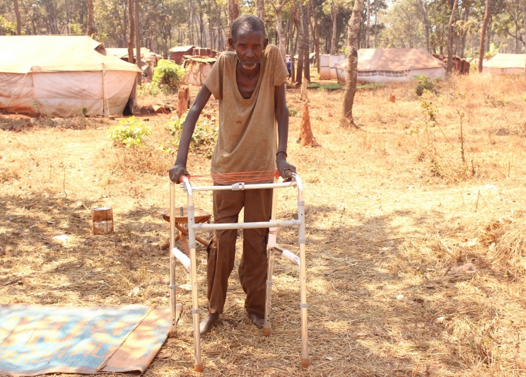 Ntamakulilo Andrea with his frame in the Nduta camp in Tanzania (c) Henry Muzunda/HelpAge International