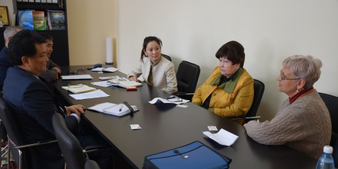 Older activist Layla Akchurina meets with Kyrgyzstan's Minister of Health (c) Saltanat Saparbekova/HelpAge International