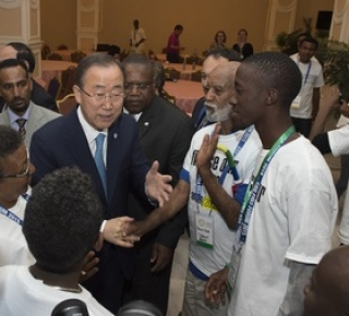 Older activist Tilahun and UN Secretary General Ban Ki-moon (c) UN / Eskinder Debebe
