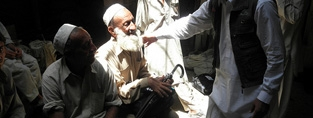 An older man in Pakistan. (c) HelpAge International.