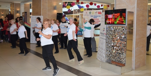 Older people join a dance flash mob in Kyrgyzstan to mark Age Demands Action on Health 2016 (c) Saltanat/Older people join a dance flash mob in Kyrgyzstan to mark Age Demands Action on Health 2016 (c) Saltanat Saparbekova/HelpAge International
