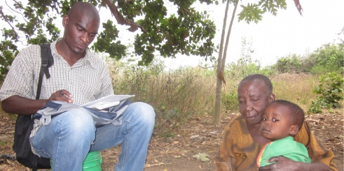 Older woman in rural Tanzania takes the RAM-OP survey (c) Pascale Fritsch/HelpAge International