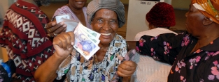 Pension payday in South Africa. (c)Leila Amanpour/HelpAge International