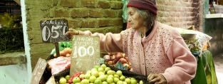 We help older people receive a secure income and their right to decent work conditions. Photo credit (c) Antonio Olmos