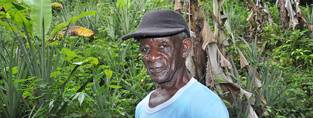 An older farmer in Jamaica. (c) Jenny Anderson/HelpAge International