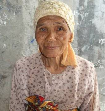 Rusmini, 75 from Indonesia