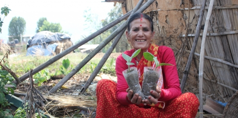 Saran holds her crops she was able to grow with agricultural training (c) Judith Escribano/Age International