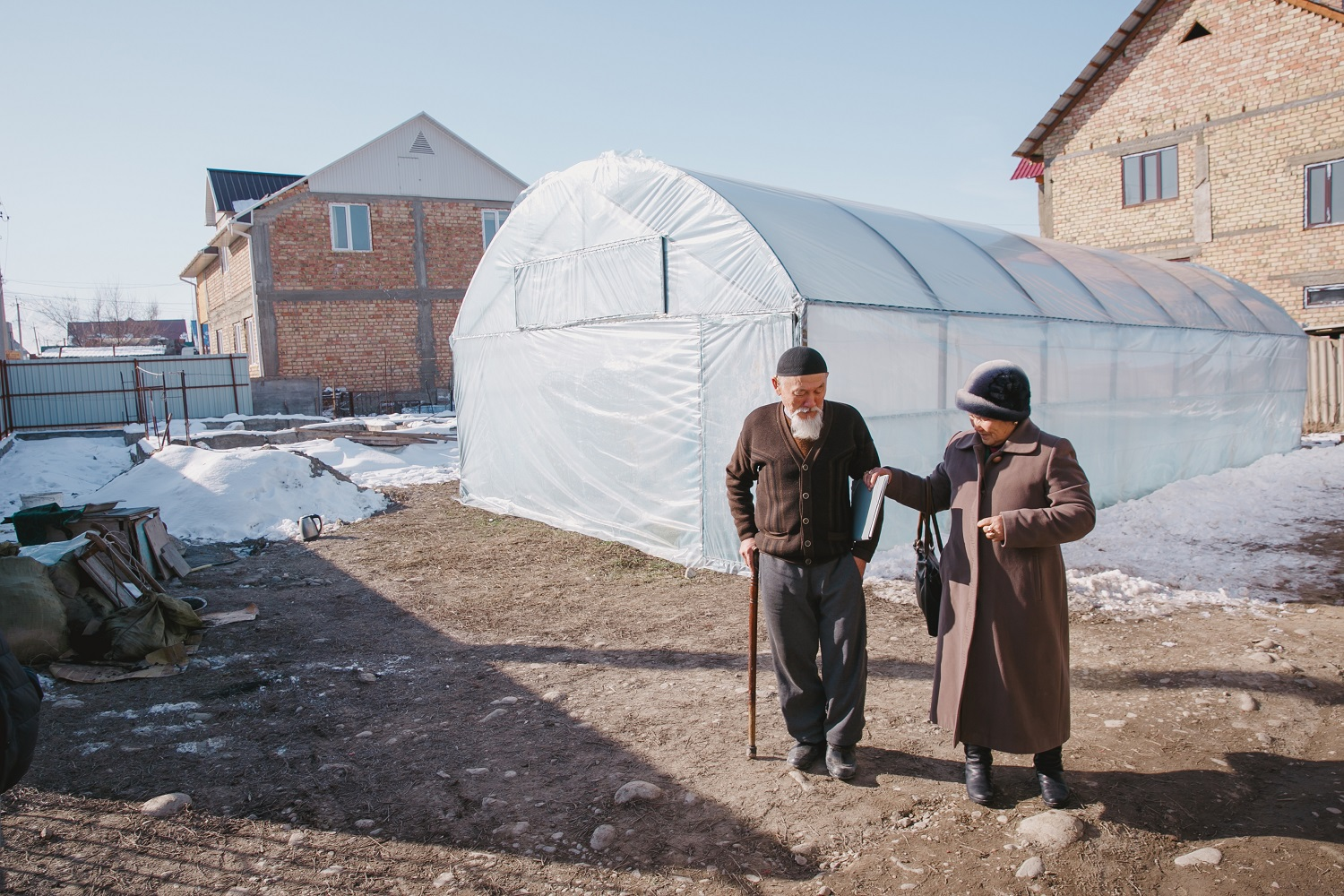 Shukurbekova and husband getting ready to head out in Kyrgyzstan (c) Malik Alymkulov/HelpAge International