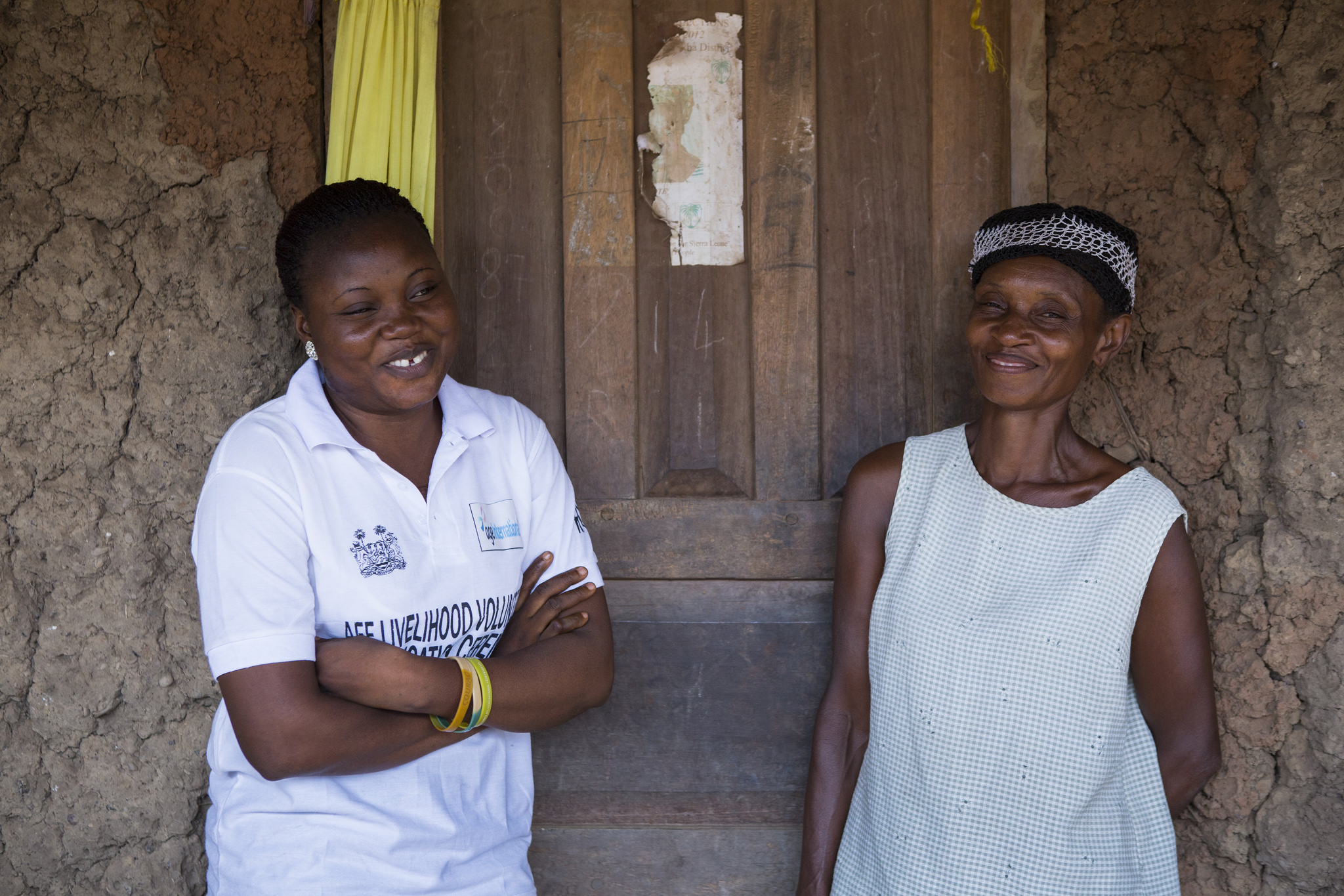 Younger and older people are brought together in our Ebola recovery programme in Sierra Leone (c) Simon Rawles/Age International