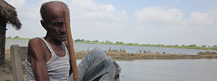 Dilshad, 89, had his home destroyed in a flood in Pakistan (c) Lucy Blown/HelpAge International