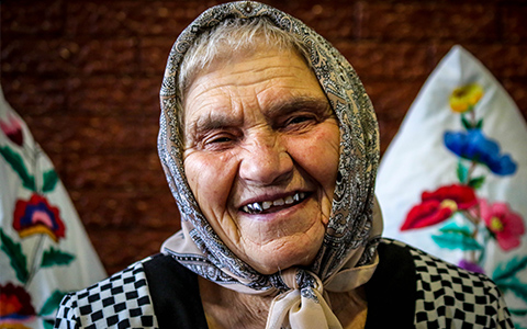 Older woman in Moldova (c) Ben Small/HelpAge International