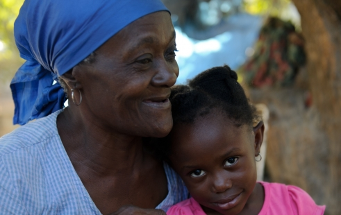 Yolande, 56, from Haiti with one of the children she looks after (c) Frédéric Dupoux/HelpAge International
